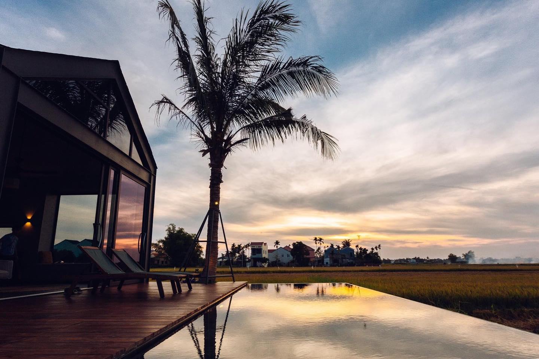 Khi có mảnh đất ở quê, đừng bỏ lỡ cơ hội xây ngôi nhà view cánh đồng lúa đắt giá như thế này - Ảnh 2.