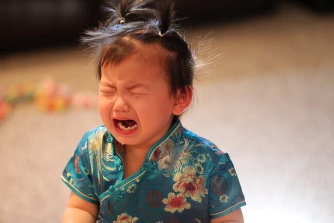 Trẻ khóc lóc ăn vạ