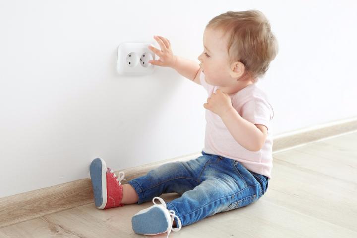 Ổ điện - Đồ vật trong nhà nguy hiểm trẻ em nên tránh