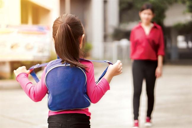 Dạy bé kỹ năng phòng tránh khi người lạ đón học