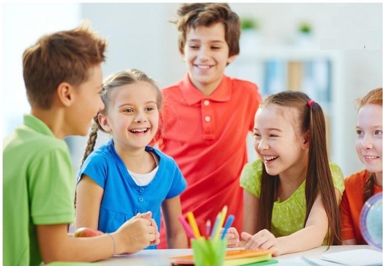 Trẻ luyện kỹ năng giao tiếp